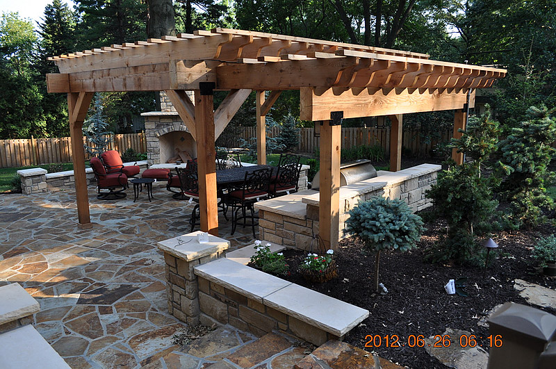 Landscaping photos paver photos wall photos kansas for Outdoor kitchen pergola ideas